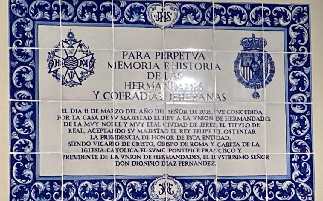 Presentado el azulejo conmemorativo del ingreso de S.M. El Rey en la presidencia honoraria de la Unión de Hermandades.